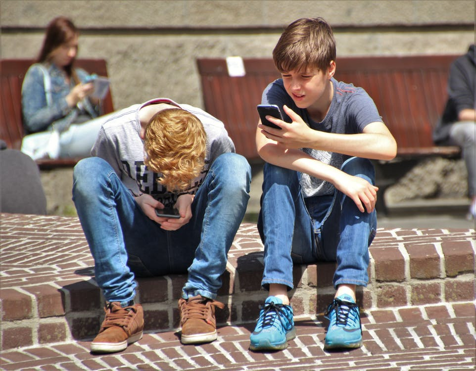 teen gadget addiction